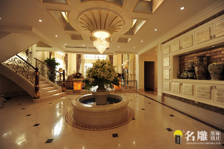 联排别墅 风格:欧式古典风格面积:600㎡报价:50~100万 描述:豪华