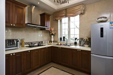 格林小镇98平三室二厅欧式古典装修效果图