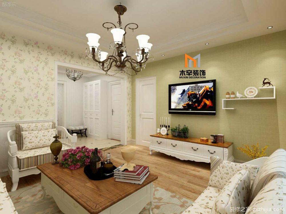 田园沙发组合和实木家具,墙面采用碎花墙纸和绿色墙漆,搭配木制墙裙图片