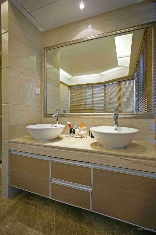 木质简单的卫生间设计