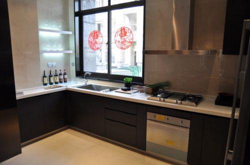 现代黑色简约的厨房装修