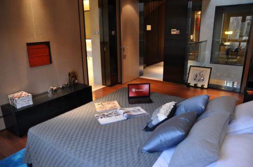 灰色的简约卧室装潢