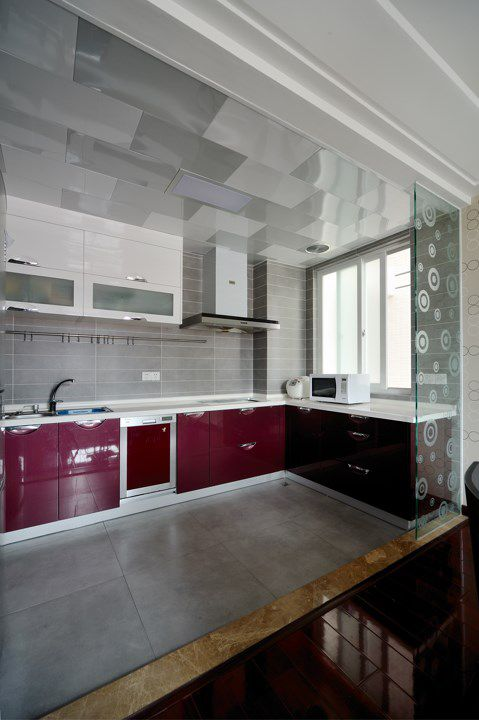 红色橱柜的厨房装潢