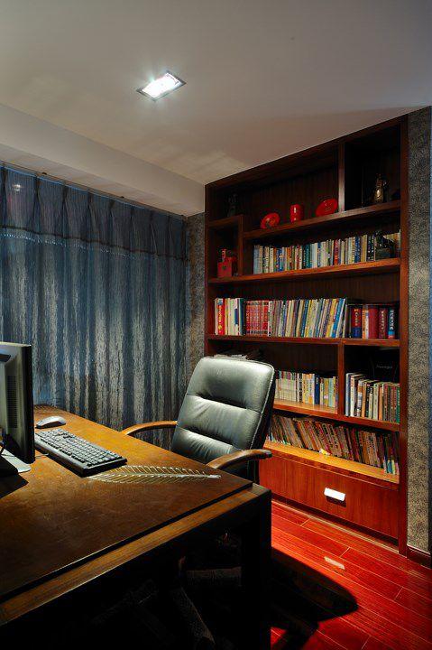 红色家具的书房装修