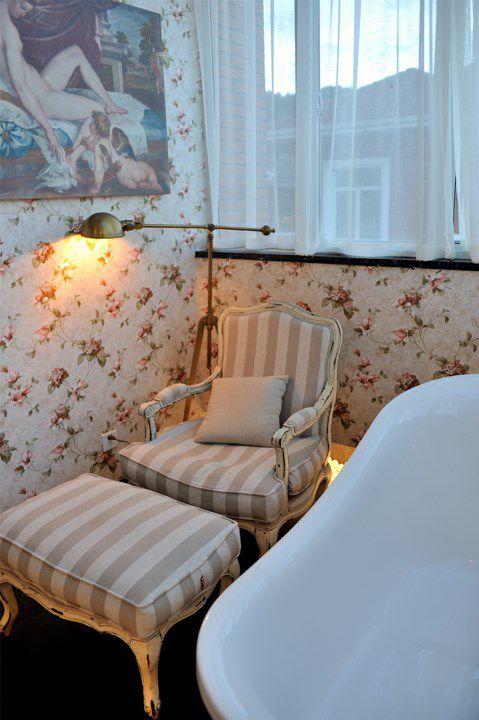 印花墙面舒适卫生间效果图