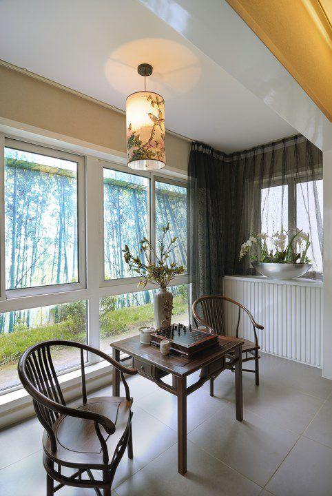 咖啡色座椅的中式阳台装潢