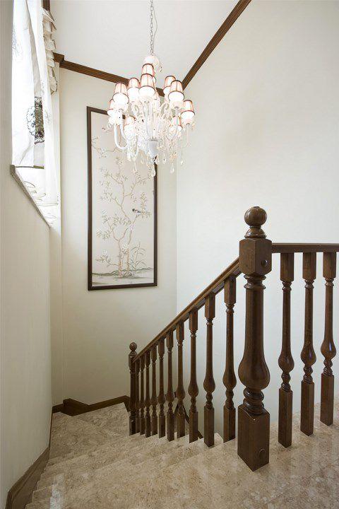 米色的楼梯咖啡色扶手设计
