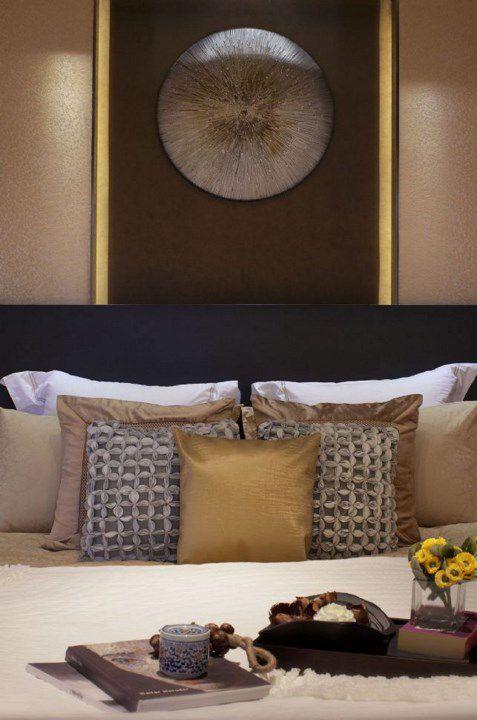 咖啡色卧室床头设计