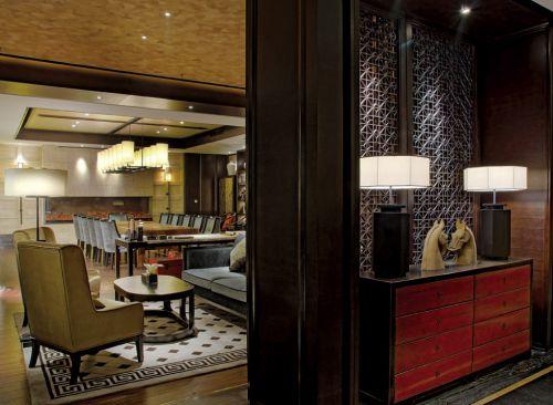 宽敞豪华的美式餐厅装潢