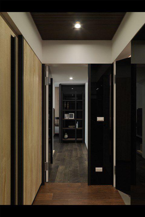 中式深咖色墙壁的书房效果图