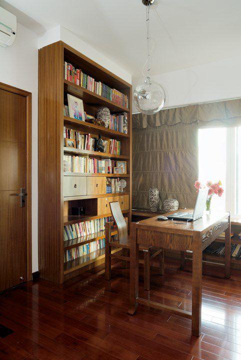 实木书架书桌的书房设计