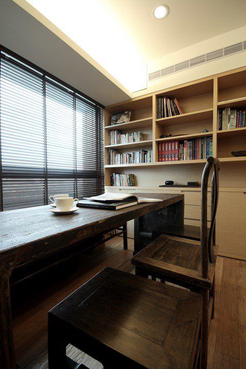 咖啡色的东南亚书房设计