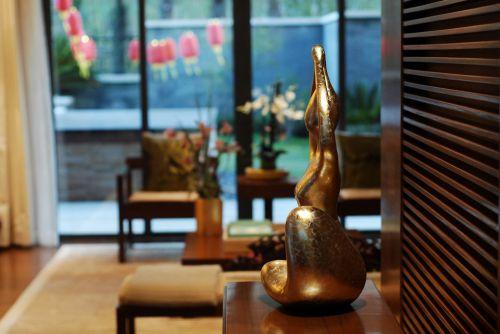 中式黄色的客厅饰品设计