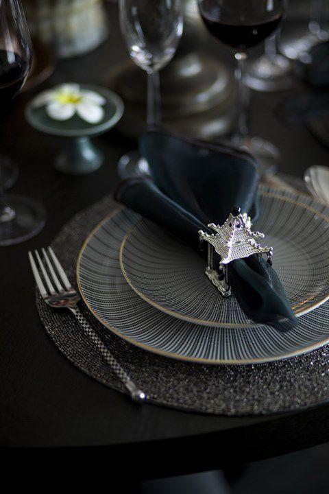 黑色的简约餐厅餐台设计