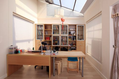 阁楼隔断式书房装修设计