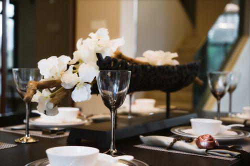 豪华黑色餐桌设计