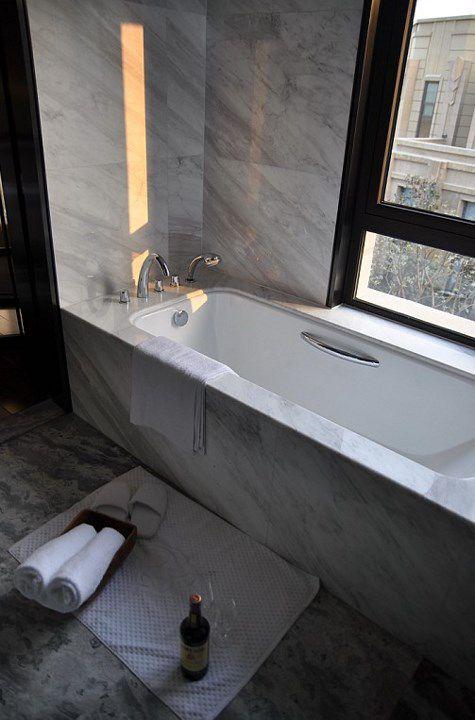 简约的灰色浴缸装修