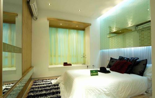 简约样板间卧室飘窗设计