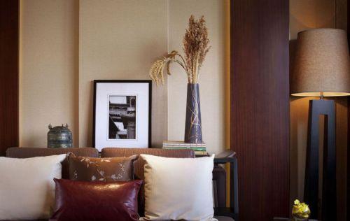 古典风格卧室床头抱枕设计