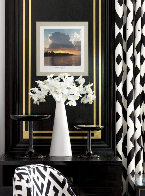 黑白经典搭配的玄关柜装饰