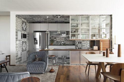 灰色开放式厨房储物架