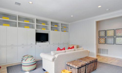两室一厅简约风格客厅电视储物柜图片