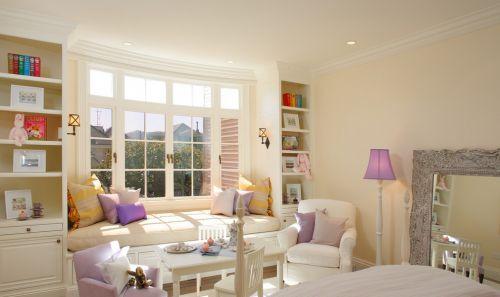 简约卧室飘窗装修设计图片