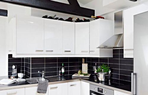 厨房黑色瓷砖白色橱柜装修效果图欣赏