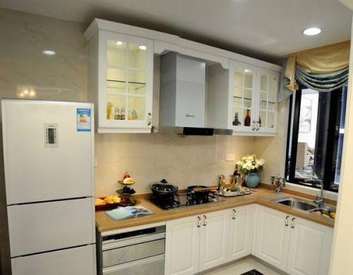 家装厨房实木橱柜图片欣赏