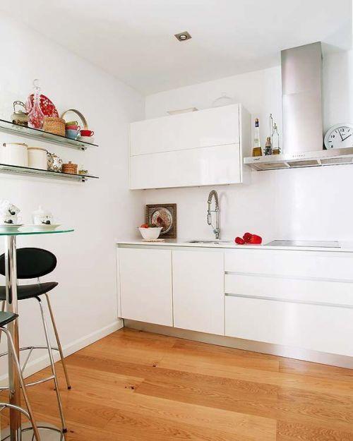现代风格白色厨房橱柜装修效果图