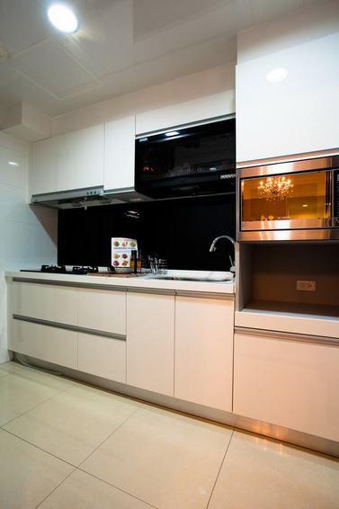 白色现代厨房橱柜图片赏析