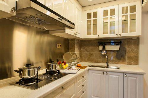 白色简欧风格厨房橱柜效果图