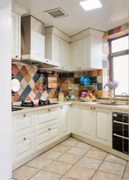 米色唯美浪漫田园风格厨房橱柜装修效果图片