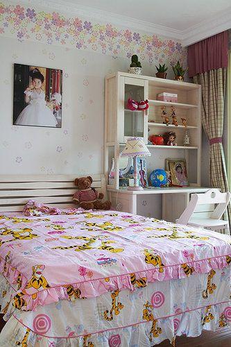 粉色田园风格儿童房装潢案例