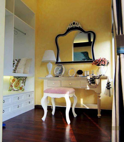 俏皮欧式卧室装潢设计局部