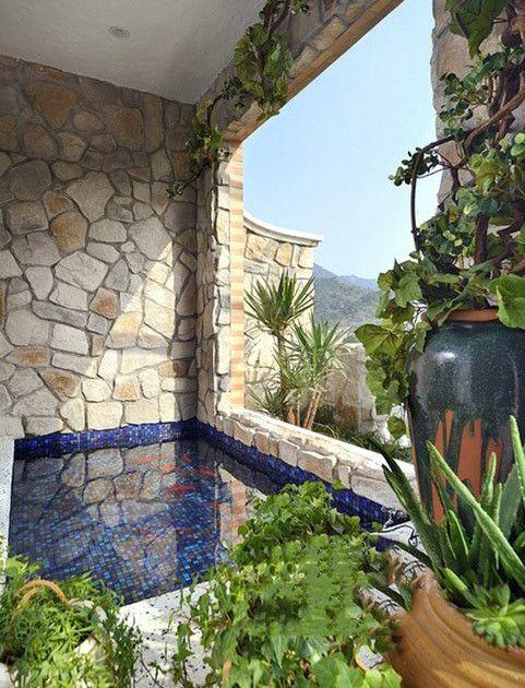 绿色地中海清新阳台鱼池图片欣赏