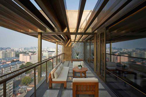 大气清闲新中式阳台装潢设计