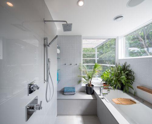 简约风格明亮白色卫生间装修案例