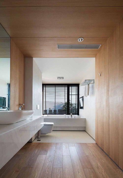 原木素材简约卫生间装潢案例精选