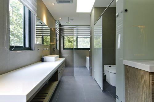 现代白色时尚卫生间装修图
