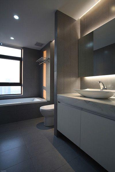 简约时尚灰色卫生间设计