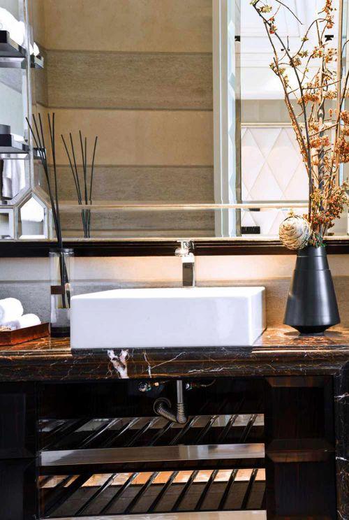 现代简洁大方卫生间装修效果图