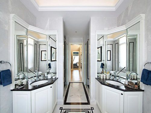 白色极致简约卫生间装修设计