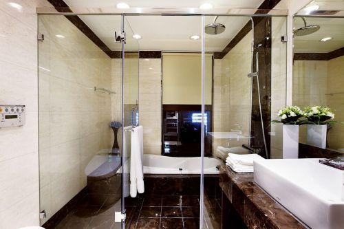 米色清爽美式风格卫生间欣赏