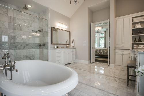 白色典雅时尚欧式清爽卫生间装修布置