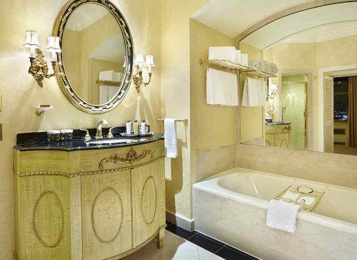 欧式经典奢华卫生间装潢效果图