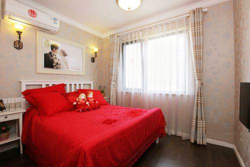 红色简约卧室设计图