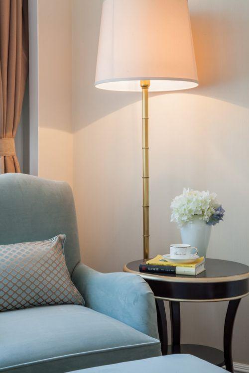 蓝色现代卧室一角装修效果图