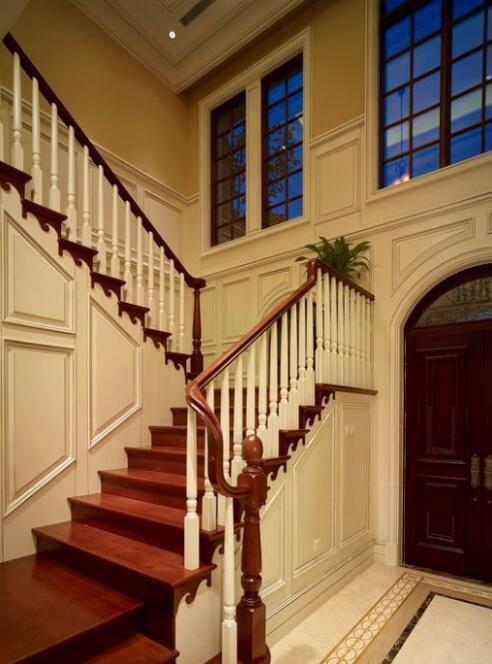 118平现代美式别墅楼梯装饰设计