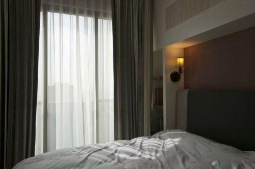 美式风格卧室飘窗效果图